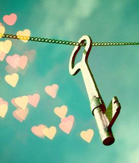 Foto de uma chave antiga com reflexos em forma de coração (Título: Love freedom, Autor: Beorange)
