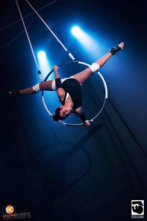 Andrea Celeste Ferraris, acrobacia en aro