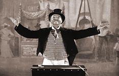 Charles Chaplin, en la película Candilejas.