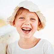 Foto di una bambina che ride